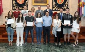 Copia de el-rector-entrega-los-diplomas-a-los-74-estudiantes-de-los-bachilleratos-de-investigacin-de-palencia-segovia-y-valladolid_34881368572_o