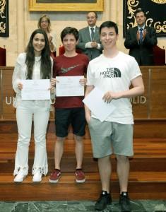 Copia de el-rector-entrega-los-diplomas-a-los-74-estudiantes-de-los-bachilleratos-de-investigacin-de-palencia-segovia-y-valladolid_34913812281_o
