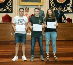 Copia de el-rector-entrega-los-diplomas-a-los-74-estudiantes-de-los-bachilleratos-de-investigacin-de-palencia-segovia-y-valladolid_34913812491_o